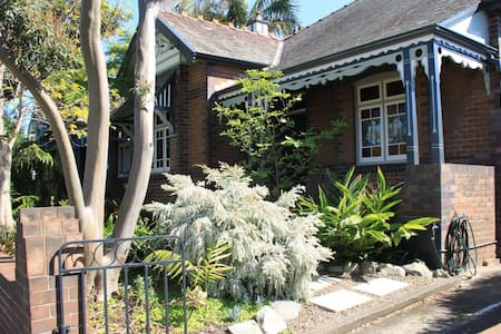 Large, comfortable, secure room. - Dulwich Hill