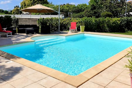 Jolie maison avec piscine aux portes de Bordeaux