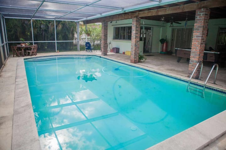 **Spring Promo** Miami Springs Family Home with Pool Just Minutes from South Beach & the Airport - Miami - Casa