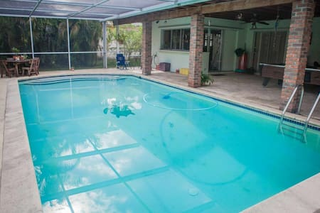 **Winter Promo** Miami Springs Family Home with Pool Just Minutes from South Beach & the Airport - Miami - Hus