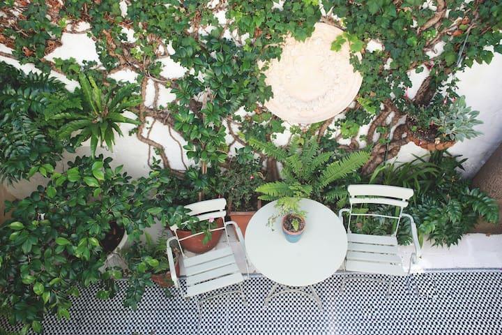 Entire luxury townhouse in vibrant De Waterkant