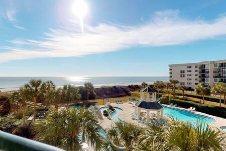 Gorgeous family-friendly condo w/ shared pool & ocean views - close to the beach