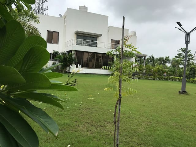The lavish weekend Farm house (chalthan)