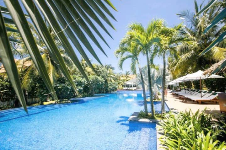 Spectacular pool Villa with 4 BRs + 12 persons