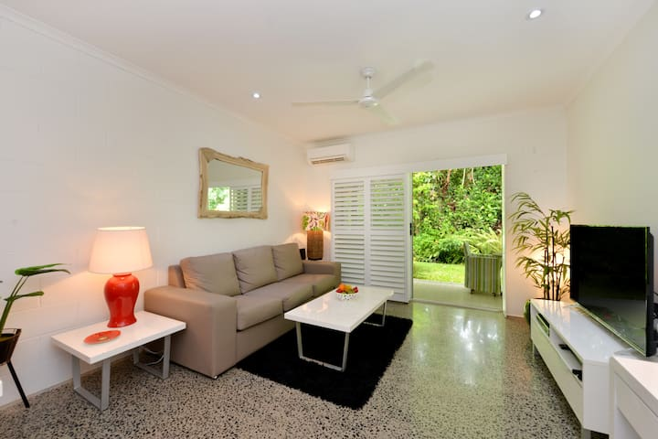 STYLISH,2Brdrm Apartment @ 4 Mile Beach Area