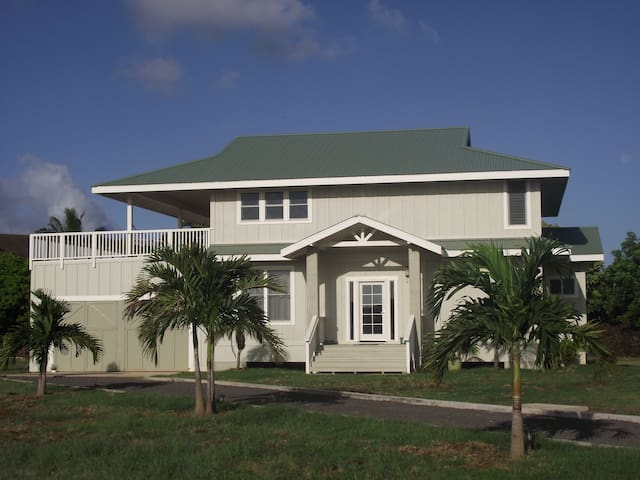 Immaculate Beach Home. Modern. Stroll To Beach
