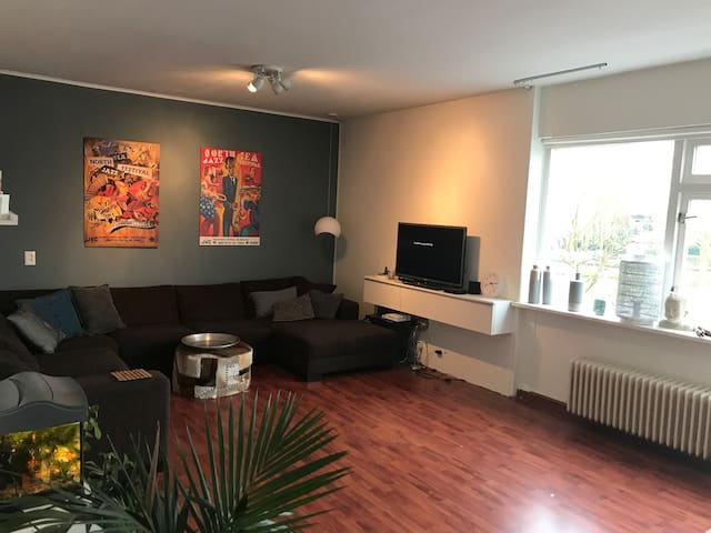 Compl. 90m2 appartement with terras near Rotterdam