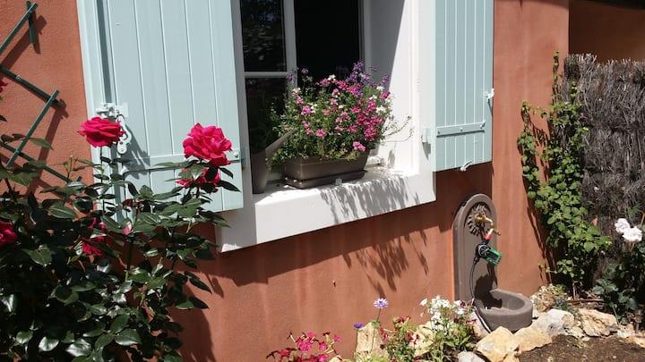 Belle maison provençale tout confort classée 4 *