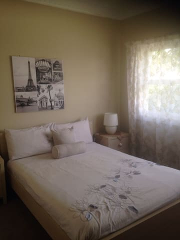 DOUBLE BED+FREE TEA AND COFFEE! - Rydalmere - Casa