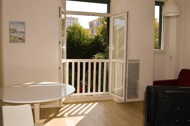 Studio Biarritz Plage à 800m vue sur jardin WIFI