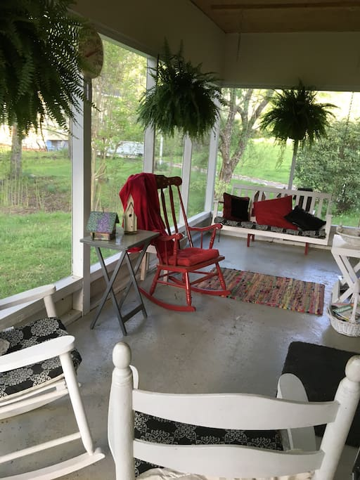 cozy screened in porch...listen to the flowing creek while watching the hummingbirds feast on breakfast.