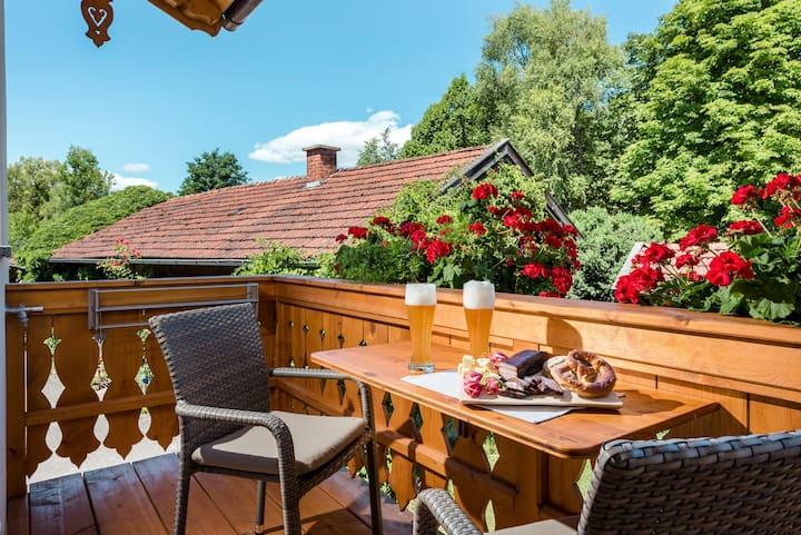 """Wunderschöne Ferienwohnung """"Eckbankerl"""" am Chiemsee mit WLAN, Balkon, Garten und Terrasse; Parkplätze vorhanden"""