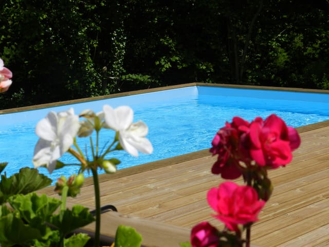 Wisteria Cottage, Shared Heated Pool and Hot Tub