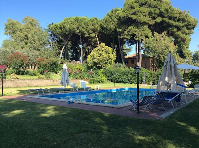 Casale San Giovanni with pool view - Lanuvio - Apartamento