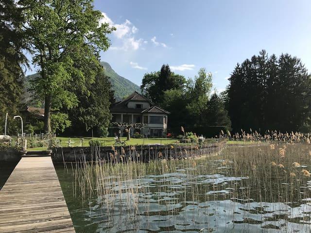 Lac Annecy  bord de l'eau appartement dans villa