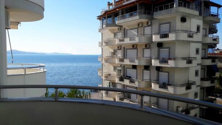 Белоснежный апартамент люкс с видом на море