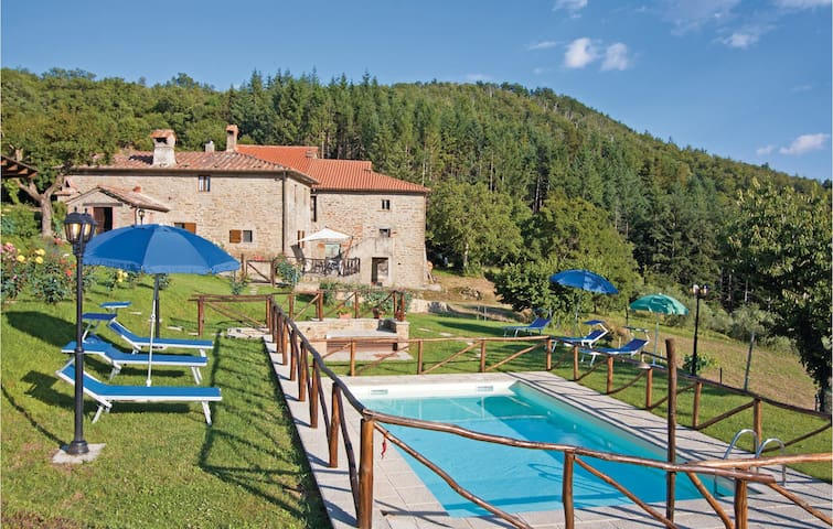 Holiday cottage with 4 bedrooms on 130m² in Cortona AR