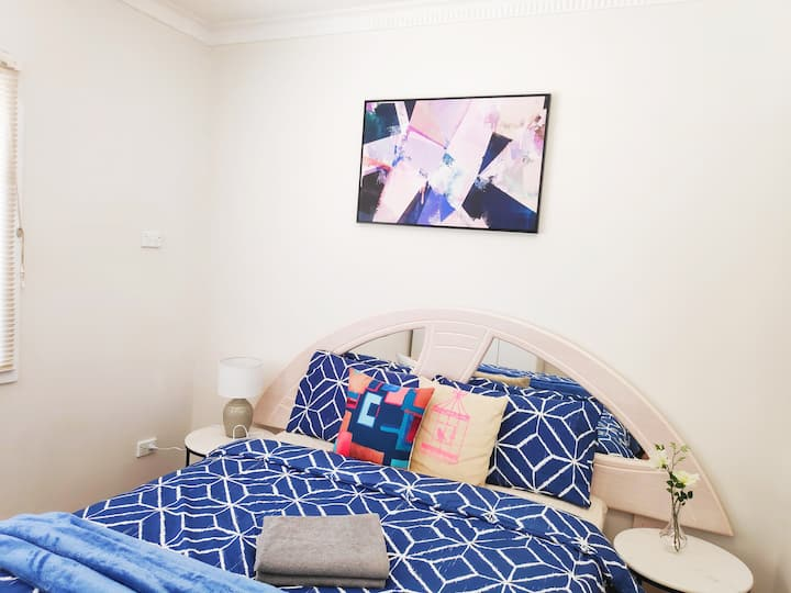 Comfortable Newly Renovated Private Queen Room
