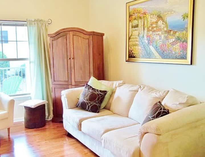 Attractive Executive Condo-Extended Stay