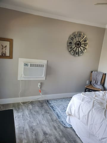 Bonus detached bedroom. Additional $100/ per stay