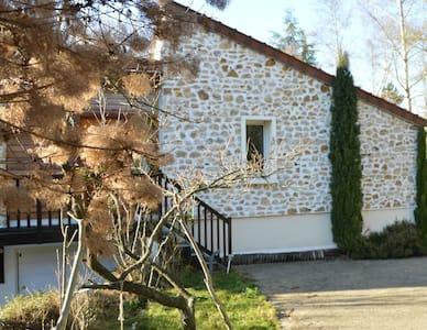 Studio 24m2 neuf indépendant dans maison de charme - Gif-sur-Yvette