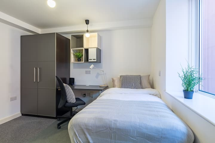 Single Student Only Urban Studio in Farringdon !