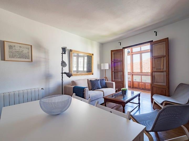 Apartamento con galería en el centro de Comillas