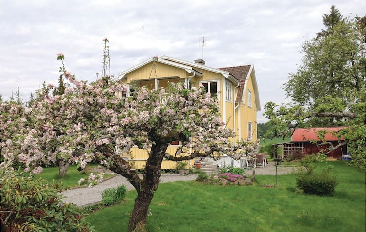 Holiday apartment with 2 bedrooms on 56 m² in Mariestad