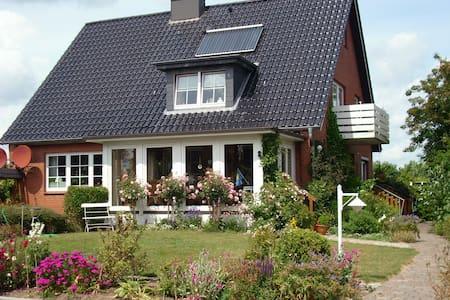 Ferienwohnung 2 Ebenen Steinberg Strandnah Carport
