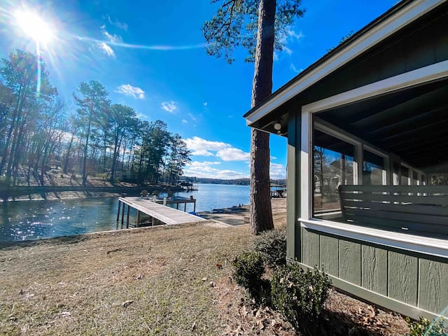 Lake Martin Waterfront in Eclectic
