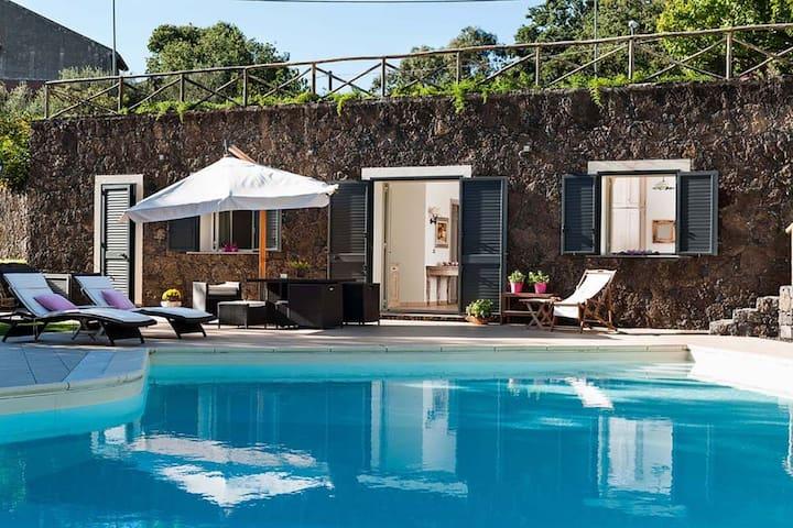 Lussuosa villa a Ragalna con piscina privata