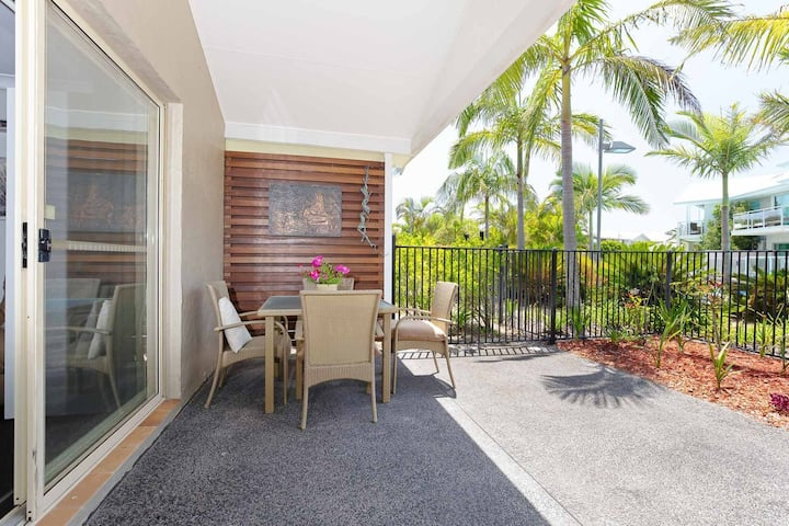 Oaks Pacific Blue, 356/265 Sandy Point Rd - Air conditioned, direct pool access and suited for disability