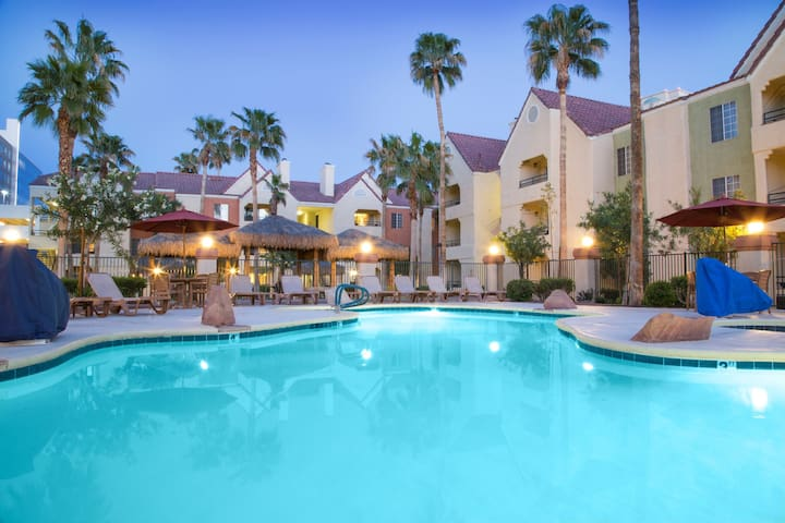 Villa in an Awesome Location with Pool Access + FREE Vegas Strip Shuttle