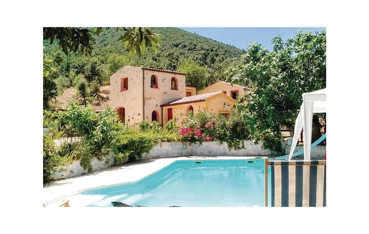Holiday cottage with 3 bedrooms on 90 m² in Orgosolo