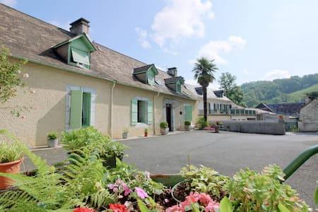 FERME OUSTALET-Chambre IRIS à 5 min  de LOURDES - Arcizac-ez-Angles - Dom