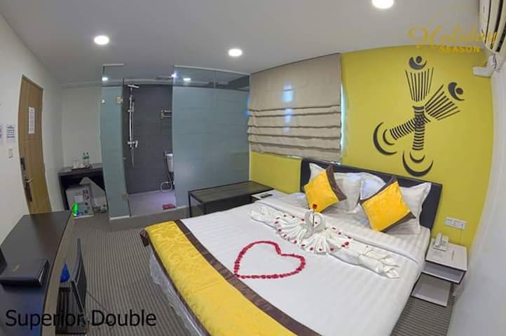 Holiday Season Hotel (Room For Rent in Chinatown)