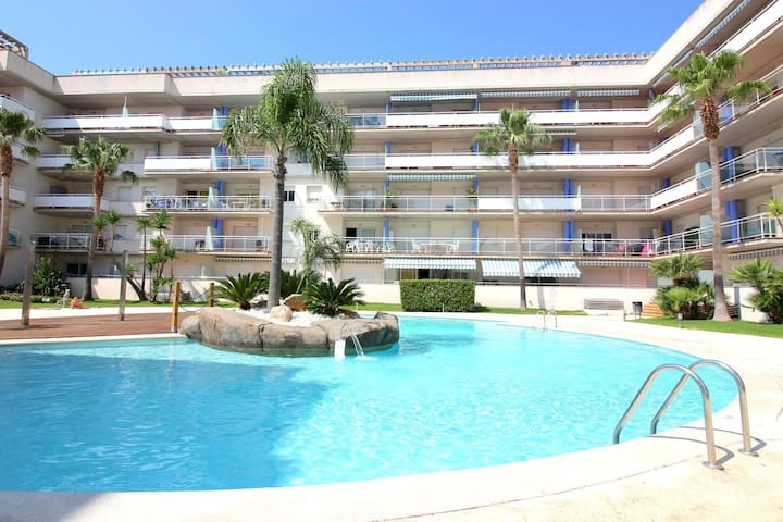 Nice and bright apartment with views on the channels and pool, in Santa Margarita (Roses)