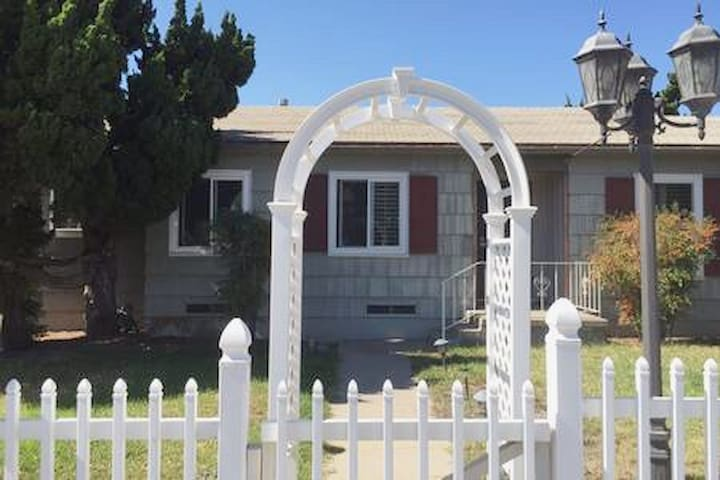 'Nice Home/ San Diego for 4 persons in 2 bedrooms