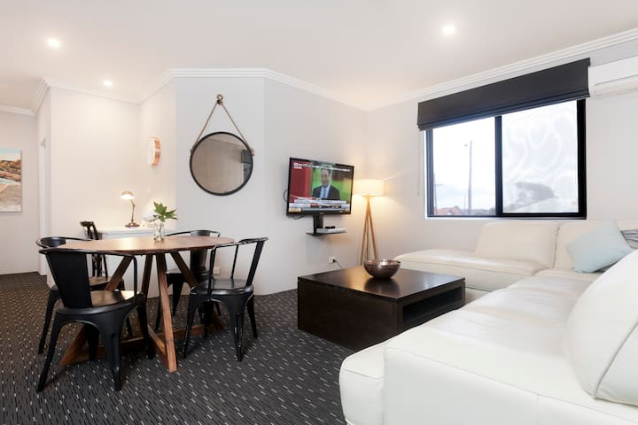 4 Star 2 Bedroom Apartment - Merewether - Apartment