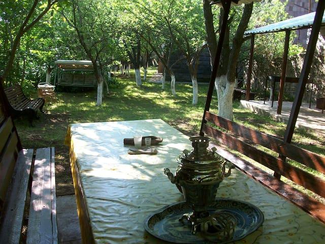 Lanjik Guest House - Tsaghkadzor - Rumah