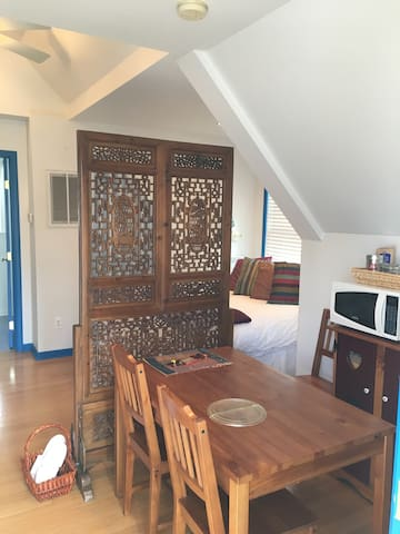 Inviting private carriage house with full bath. - Birmingham - House