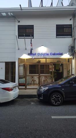 HOTEL ODETTE COLONIAL. HABITACION PRIVADA NUM 8