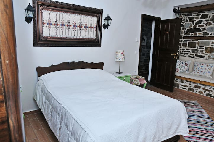 The Family guesthouse 3 & homemade breakfast - Tsagkarada - Bed & Breakfast