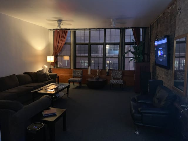Large loft in the heart of River North - Hubbard