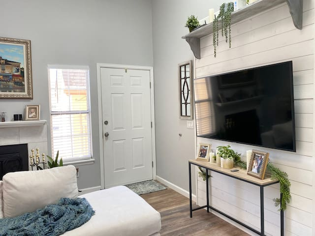 Renovated townhome lower level floor to yourself!