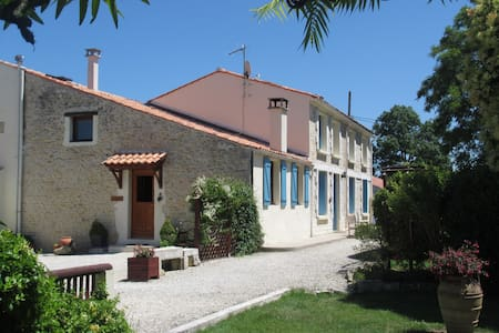 Le Manoir - C18th Farmhouse Cottage (Sleeps 10-12) - Moragne
