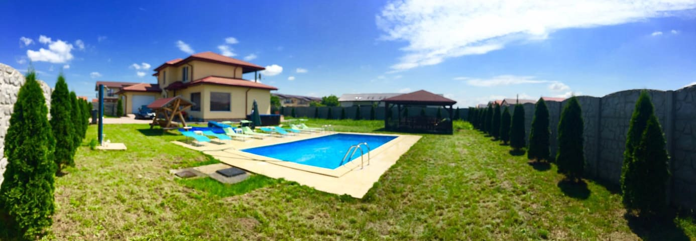 Luxury bedrooms with outdoor jacuzzi and pool - Timișoara - House