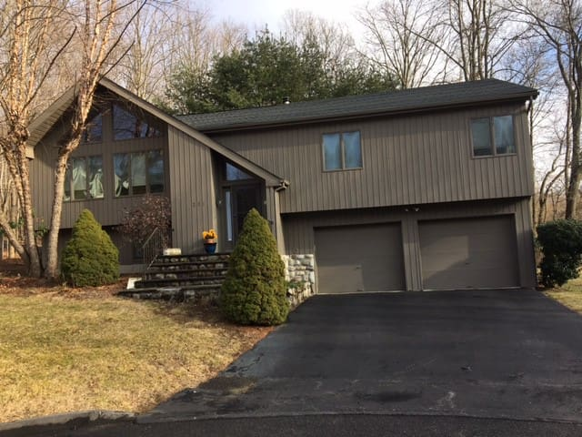 Lovely, Airy 4 Bedroom home 40 miles north of NYC - Somers