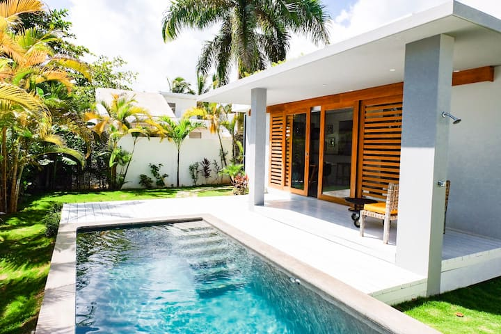 Charming new  zen style 3 bed 2 bath villa + pool!