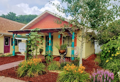 Dharma Retreat-The Cottage with on-site Day Spa